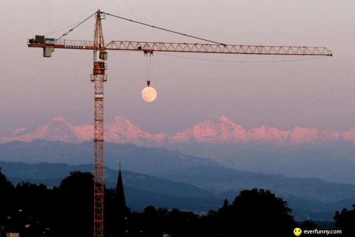 Crane-lifting-moon