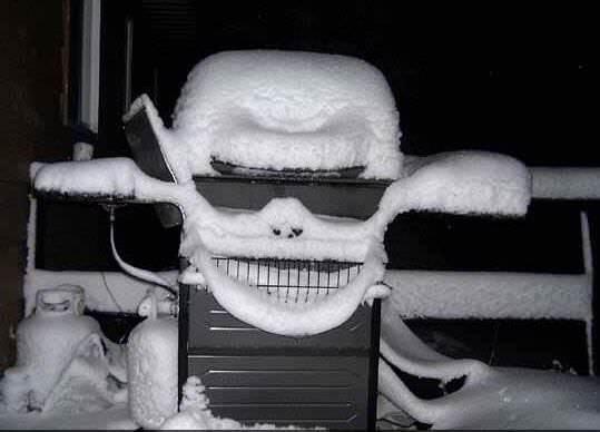 顔に見える雪