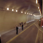 CG無しのガチ神業!ベンツがトンネルの内壁を走り一回転する