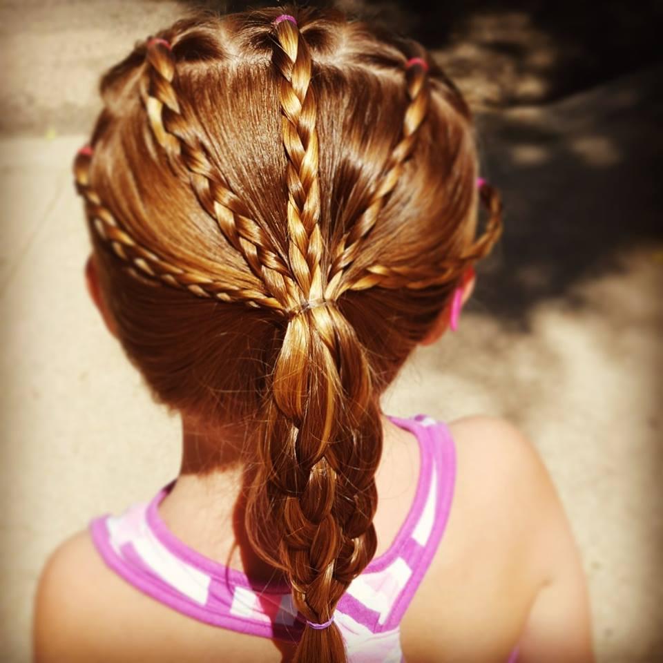 娘の髪の毛の結び方