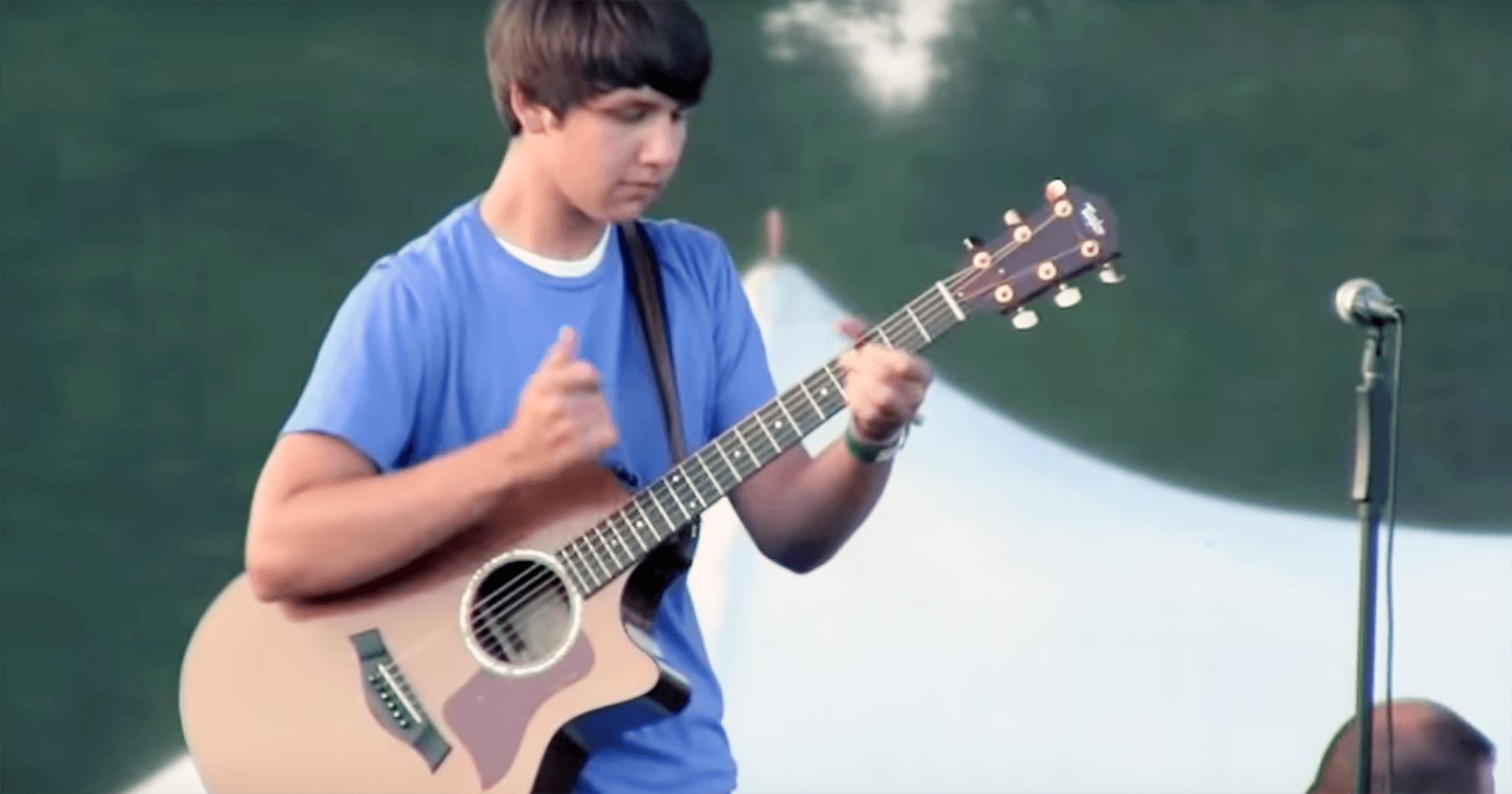 ギャップに惚れ惚れ!15歳のギター少年が可愛い笑顔で超絶テクニックを披露