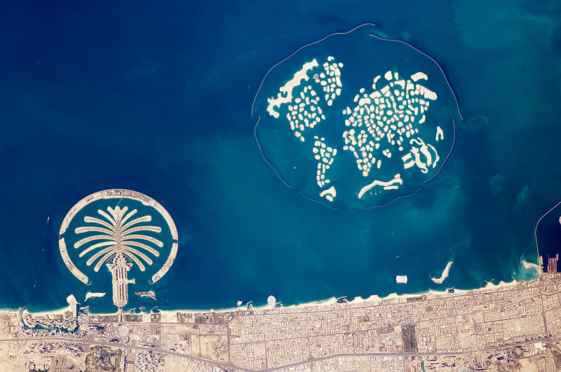 Artificial_Archipelagos,_Dubai,_United_Arab_Emirates_ISS022-E-024940_lrg