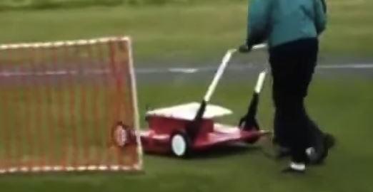 芝刈り機だと思ったらUFOだった