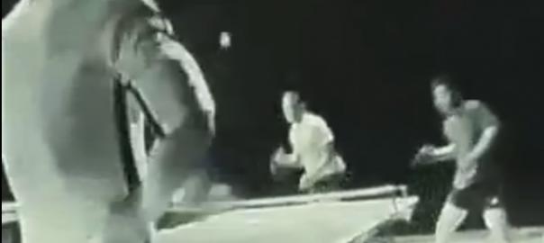 ブルース・リー「ヌンチャクで卓球やってみた。」