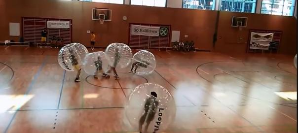 【やってみたい】風船に包まれながらプレイするサッカーが楽しそう