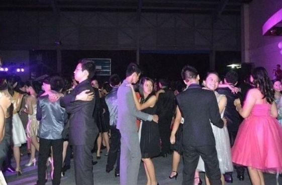 awkward-dance-photos-50
