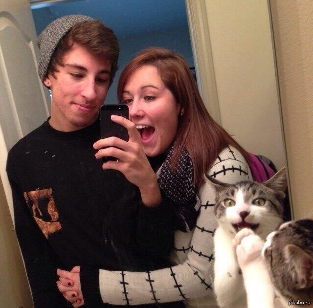 カップルと猫の写真