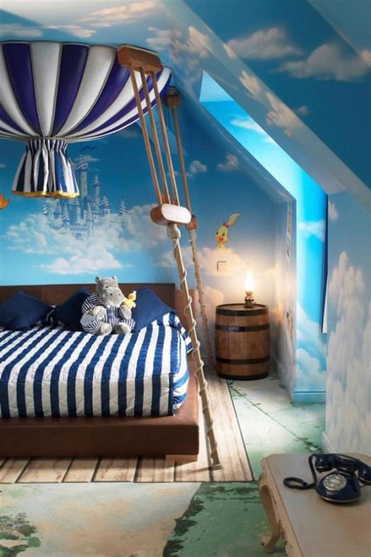 Fairy-tale-Blue-And-White-Kids-Bedroom-1-524x787 - コピー