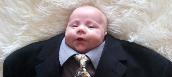 1歳からの社会人デビュー?スーツを着てみた赤ちゃん12選