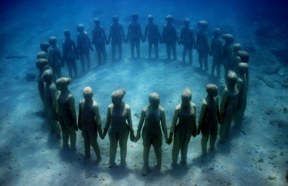 02-overview-ring-of-children-grenada-jason-decaires-taylor-sculpture