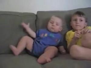 睡魔と闘う赤ちゃん15