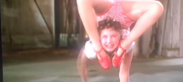 人間の動きじゃない!70年前に撮られた3姉妹のアクロバティック・ダンス