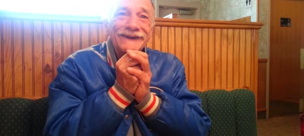 これぞ最高の笑顔!初孫が出来た報告をおじいちゃんにしたら泣いちゃいました!