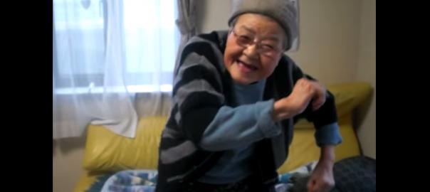 おばあちゃんの2700「右ひじ左ひじ」が可愛い