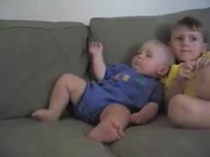 睡魔と闘う赤ちゃん19