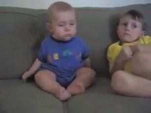 睡魔と闘う赤ちゃん6