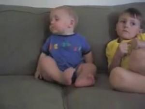 睡魔と闘う赤ちゃん4