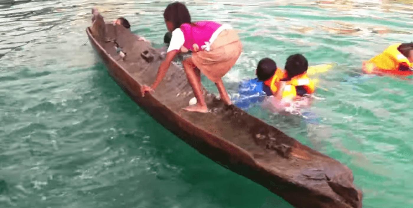 素早くボートの水を出す方法