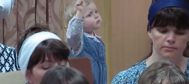 将来が楽しみです!指揮者になりきる少女の素晴らしい表現力