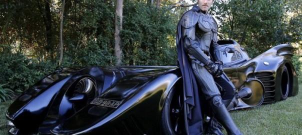 完成度が高すぎ!バットマンを愛しすぎた男が作ったバットモービル