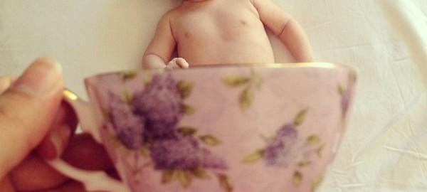 【カップベビー】コーヒーカップに入った赤ちゃんが微笑ましい21選