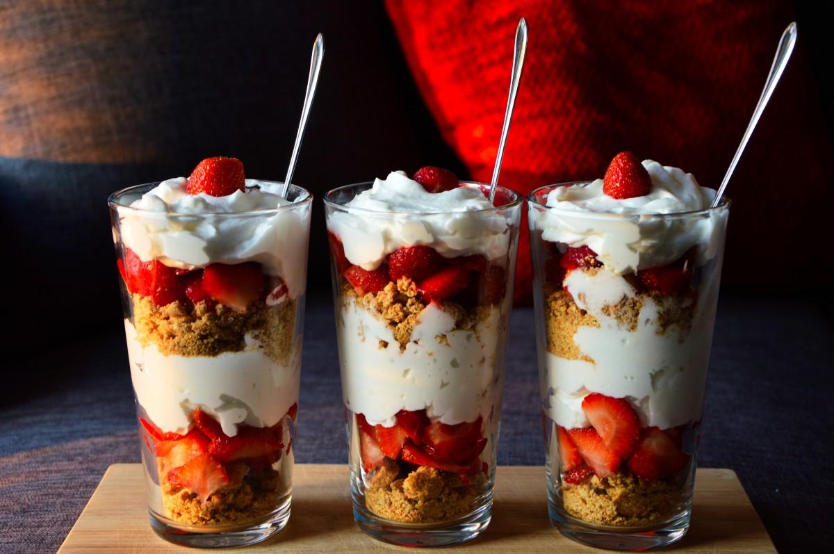 dessert_healthy_strawberries_cream_yogurt_cookies_sweet_healthy_food-854754