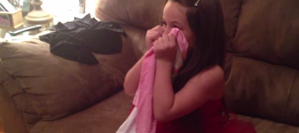 【お姉ちゃんになる瞬間】新しい赤ちゃん報告サプライズでお姉ちゃんが号泣