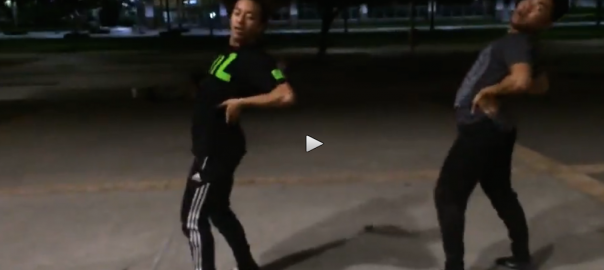 学生2人のダンスがキレッキレすぎる!!