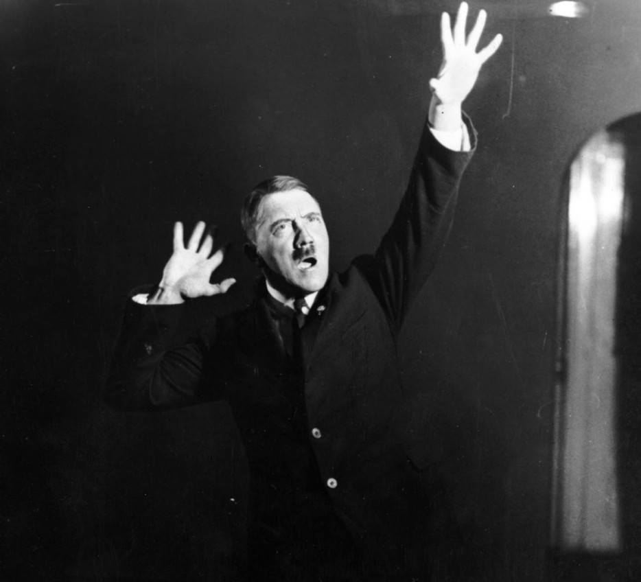 Hitler-rehearsing-his-public-speeches-in-front-of-the-mirror-91-934x