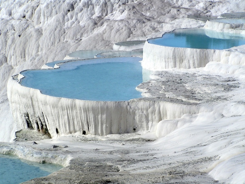 パムッカレの温泉石灰棚(トルコ共和国)