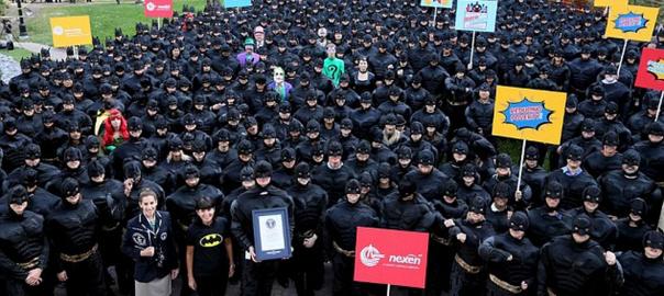 【おっさんたちの底力】会社員542人がバットマンに変身「君こそ真のヒーローだ」