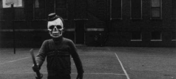 白黒写真で撮影されたハロウィンの風景が現代より恐いかもしれない