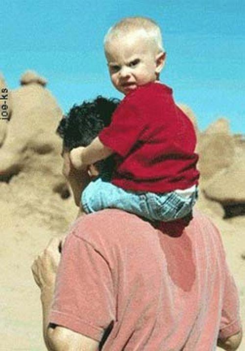 子供を肩車でおしっこ