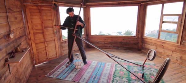 【一体どういう仕組み?】摩訶不思議な音色を奏でる楽器が海外で話題に
