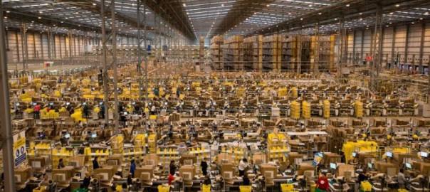 クリスマス前にAmazonの倉庫が混沌と化している