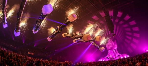 【まるで異次元】オランダの巨大ダンスイベントの照明演出に鳥肌確実