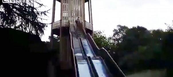 使用禁止のすべり台を体を張って滑ってみた(0:39)