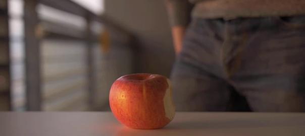 Appleに挑戦状?中国企業が自社スマホの強度を示す動画を公開(01:11)
