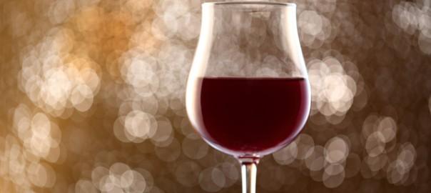 遺伝子変異?人類はなぜお酒を飲むようになったのか