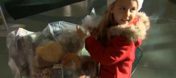 【可愛いサンタがやってきた】白血病を克服した6歳の少女の素敵な恩返し
