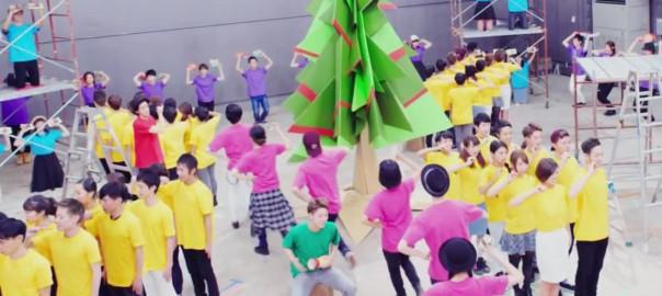 お菓子の「ポキッ」で奏でるクリスマスソングが素敵!(1:49)