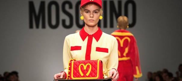 マクドナルドの店員がファッションショーに登場する