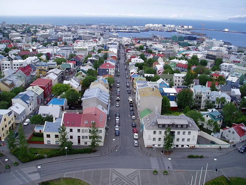 800px-Islande_-_Rekjavik_du_haut_de_la_cathédrale