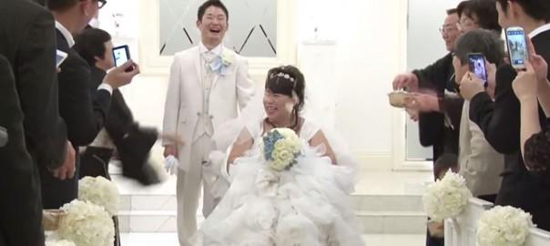 挙式の直前に新婦が意識不明。8年越しの結婚式が感動的
