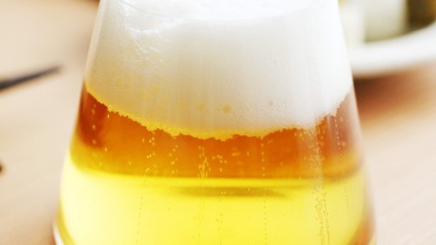 ビールの泡がまるで雪化粧のよう!「富士山グラス」