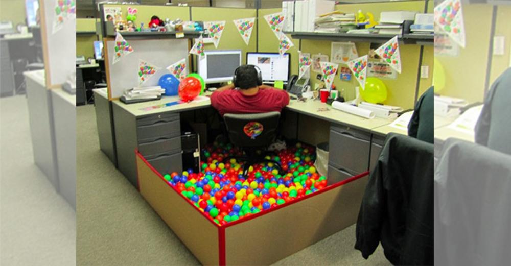 職場で読んだらキケンな「職場のおもしろい人たち」7選 笑うメディア クレイジー