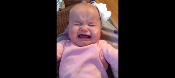 【涙の特効薬】テイラースイフトを聴くとなぜか泣き止む赤ちゃん