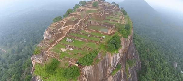 スリランカの天空の城。ドローンで撮影した絶景が壮大すぎて震える