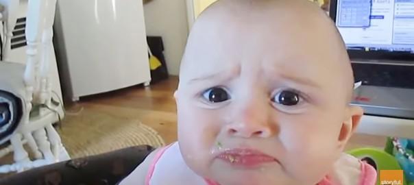 「なにこれ~(涙)」初めてアボカドを食べた赤ちゃんの表情がめちゃ面白い