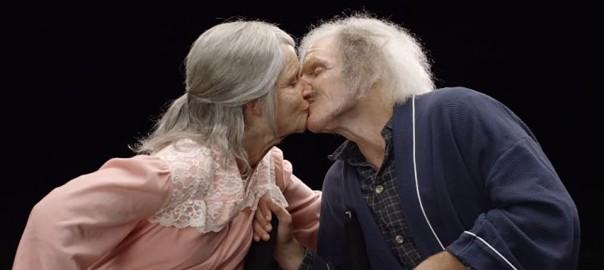 「70年後も愛してる」年老いた姿を体感した20代のカップルが考える『愛』とは?